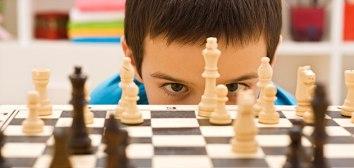 nino-juega-ajedrez-p